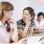 Elever diskuterar